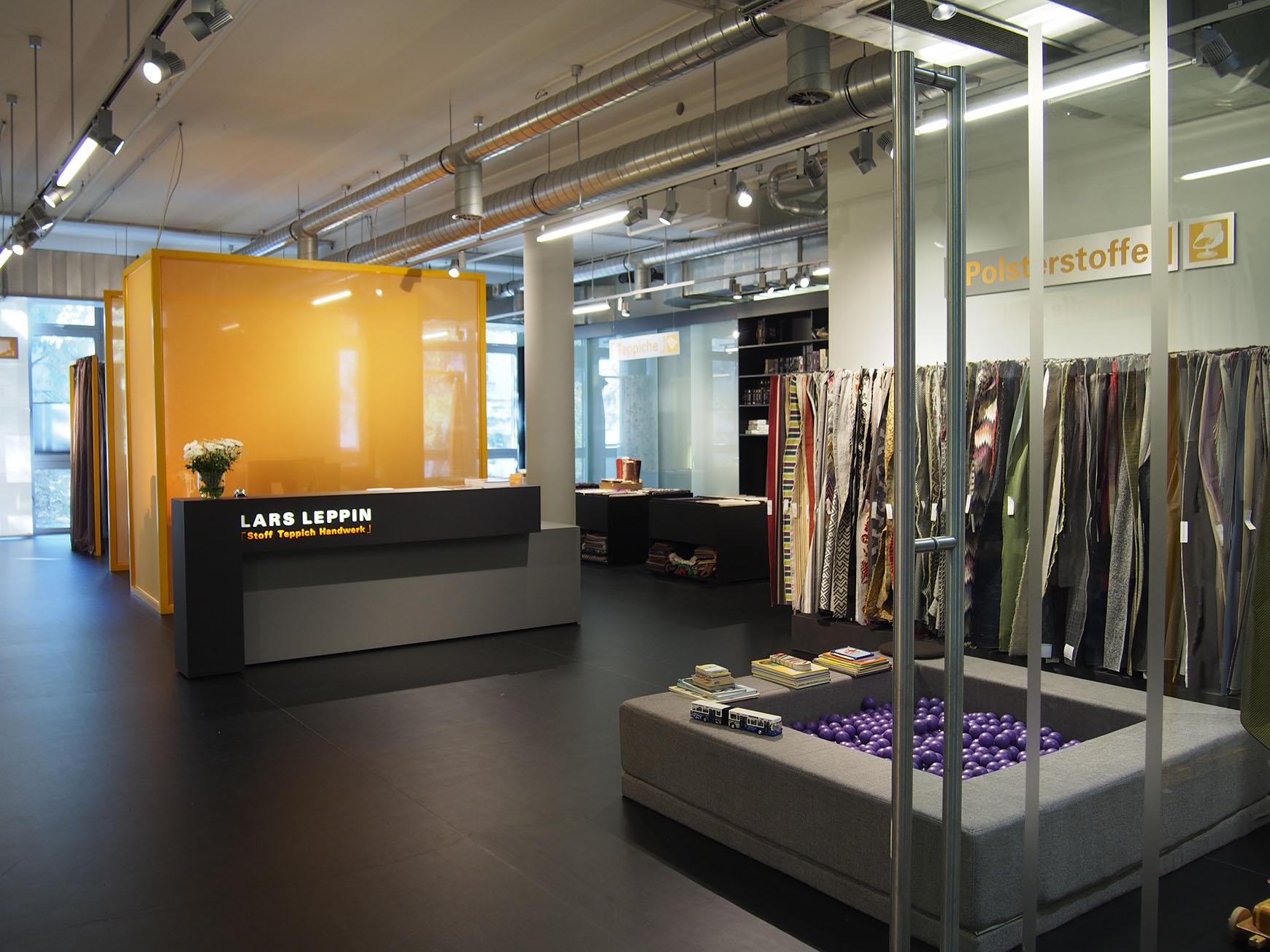 LARS LEPPIN GmbH   Unser Shop Im Stilwerk Berlin, 1. OG   Kantstraße 17    10623 Berlin   T 030 315 15 330   F 030 315 15 333   M Mail@lars Leppin.de    W ...